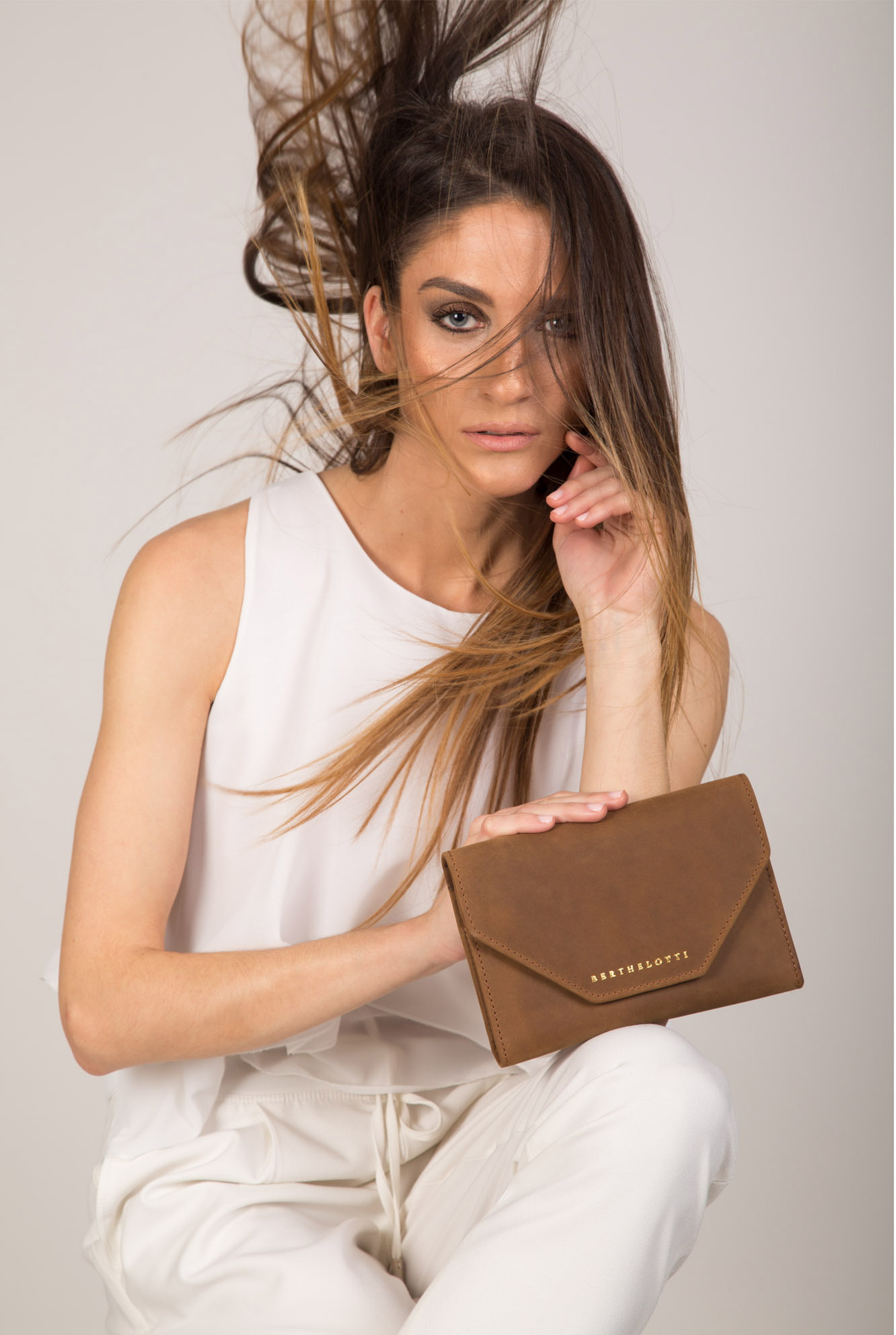 genevieve-wallet-women-light brown leather-